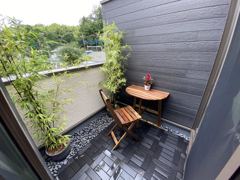 small japanese balcony with bamboo and black tiles